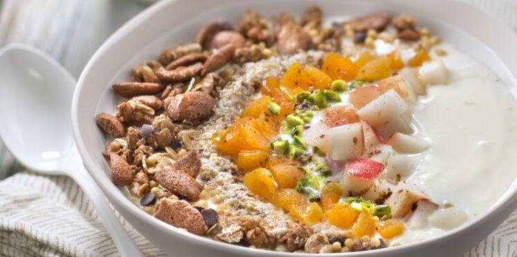 Bowl muesli croustillant chocolat quinoa, poires et abricots moelleux
