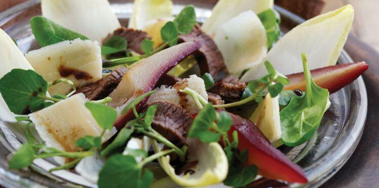 Salade de boeuf au cresson, endives, poires et parmesan