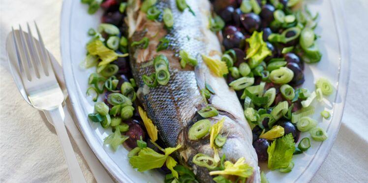 Bar en papillote, salade d'olives