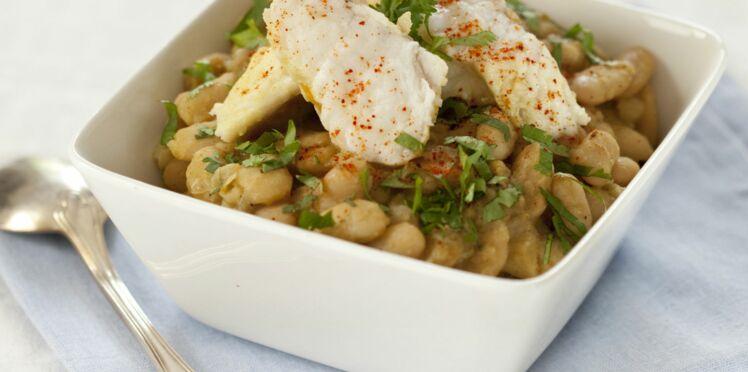 Cocotte de lotte et haricots tarbais à la coriandre
