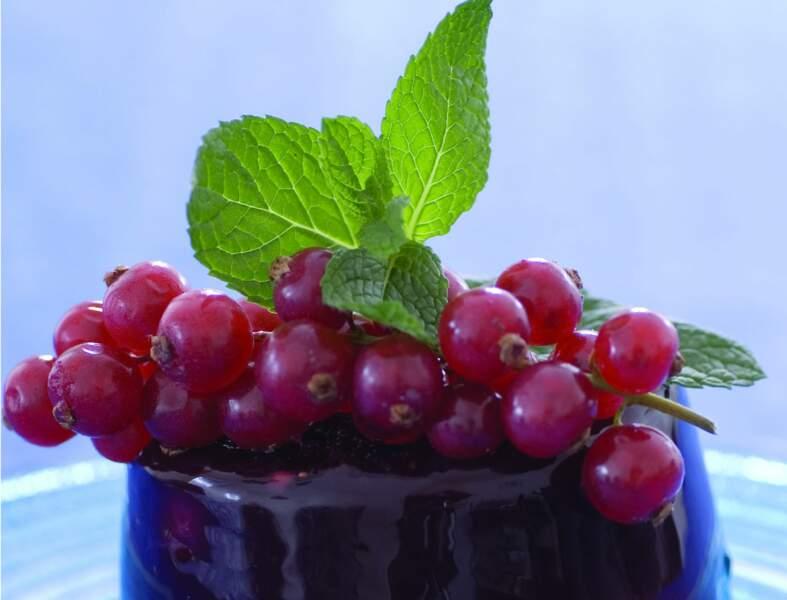 Fruits rouges en gelée de vin rouge