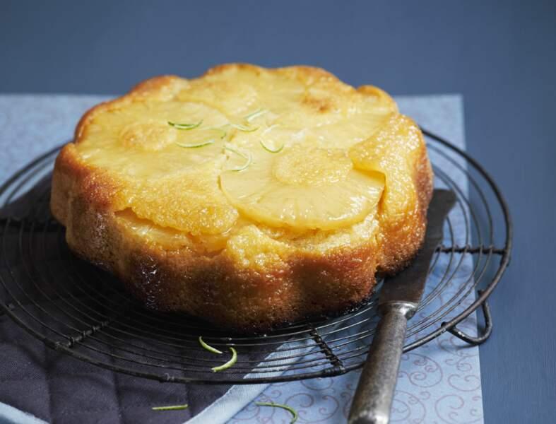 Gâteau au yaourt, ananas et noix de coco