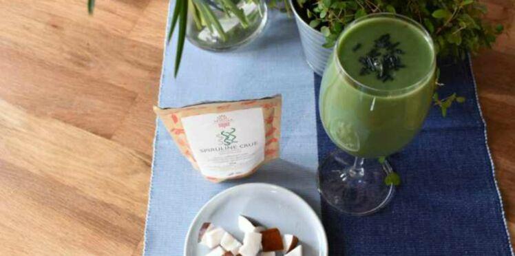 Smoothie spiruline, abricot et noix de coco