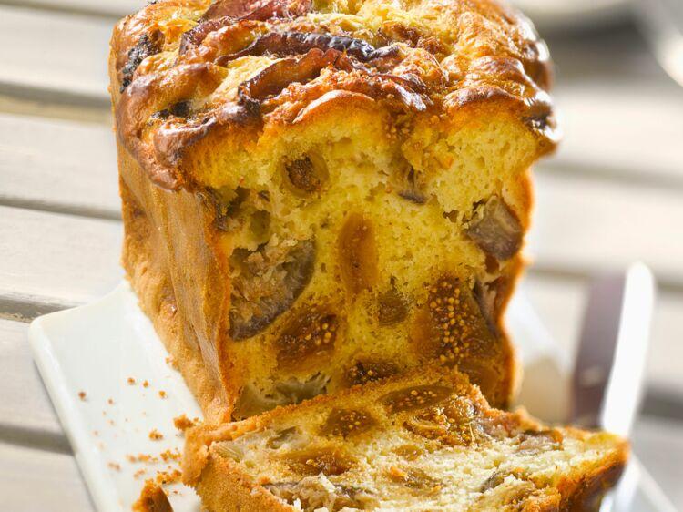 Cake aux figues sèches : découvrez les recettes de cuisine de Femme Actuelle Le MAG