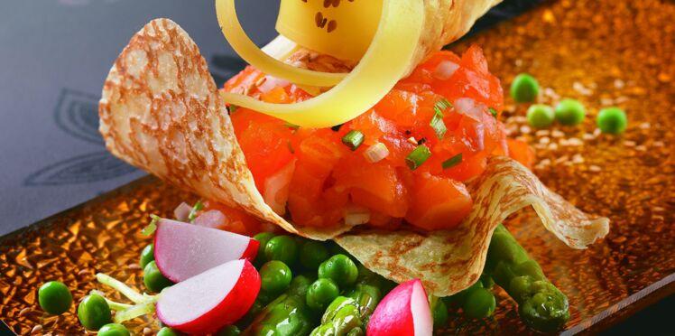 Tartare de saumon en mille feuilles de crêpes
