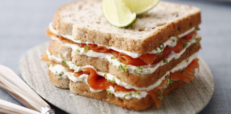 club sandwich saumon d couvrez les recettes de cuisine de femme actuelle le mag. Black Bedroom Furniture Sets. Home Design Ideas