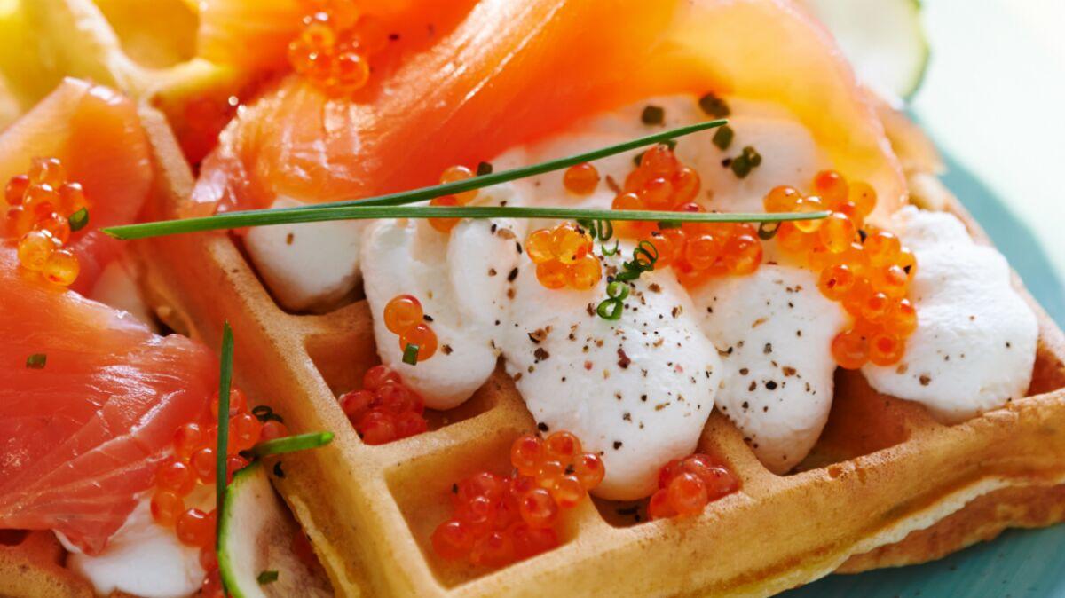 Gaufre moelleuse aux courgettes et saumon fumé