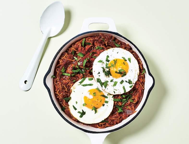 Vermicelles en ragoût de bœuf et œufs au plat en 7 minutes