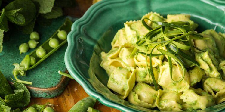 Tortellini pecorino & poivre, petit pois frais et tagliatelles de courgette