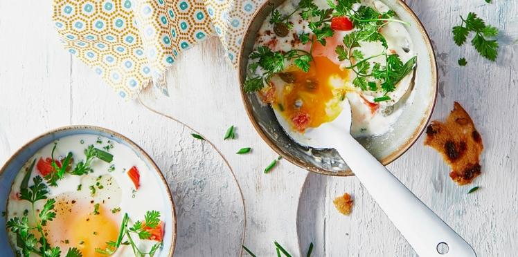 Œufs cocotte, Chavroux, tomates confites et câpres aux herbes