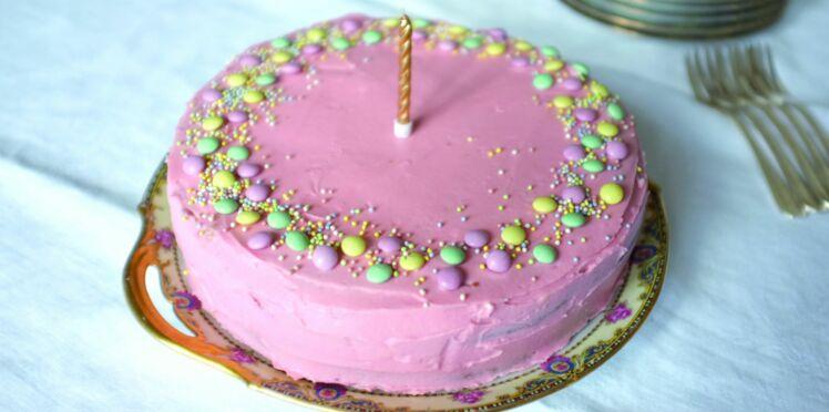 Gâteau d'anniversaire à deux étages sans gluten