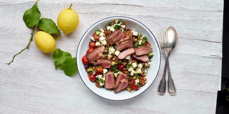 Salade grecque de lentilles à l'agneau