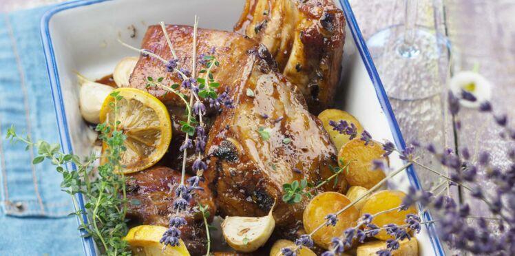 Travers de porc, miel, thym et lavande