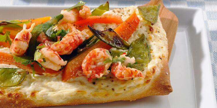 Pizza aux écrevisses et petits légumes