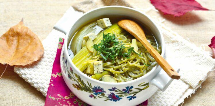 Consommé aux légumes d'hiver et au tofu