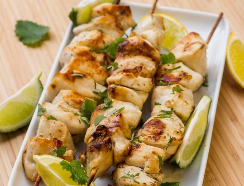 Brochettes de poulet marinées à l'huile d'olive et au citron