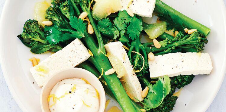Broccolini, condiment ail et citron, tofu mariné