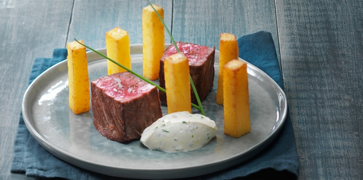 Filet de bœuf et pommes pont-neuf avec ses dips de St Môret® aux condiments