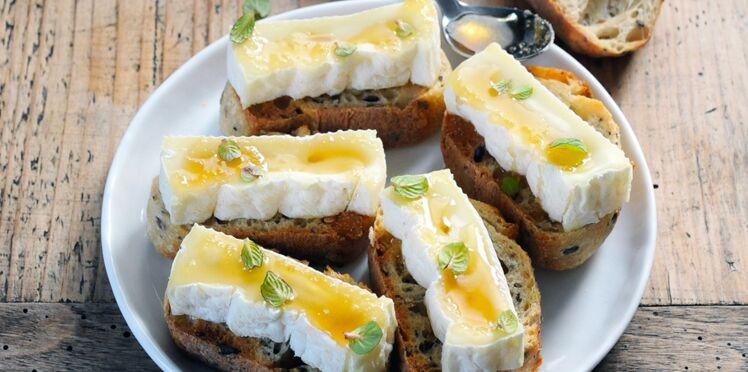 Petites tartines à la brique de brebis et au miel