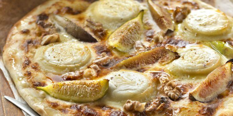 Pizza blanche chèvre, miel et crème fraîche