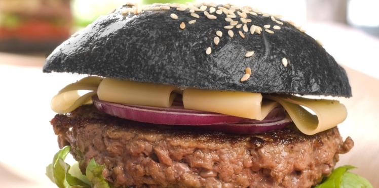 Black burger au comté et ketchup maison