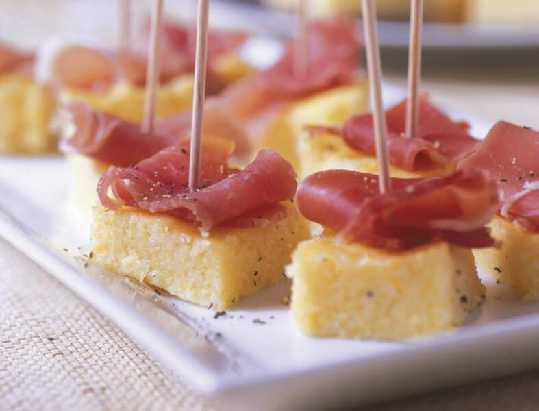 Canapés de polenta au parmesan et jambon