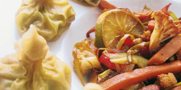 Raviolis chinois et légumes sautés au wok