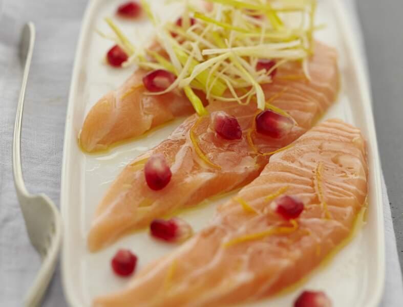 Carpaccio de saumon à l'orange et à la grenade, buisson de poireau frit