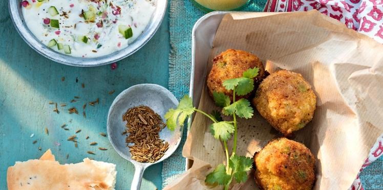 Bouchées à l'indienne et raïta de concombre