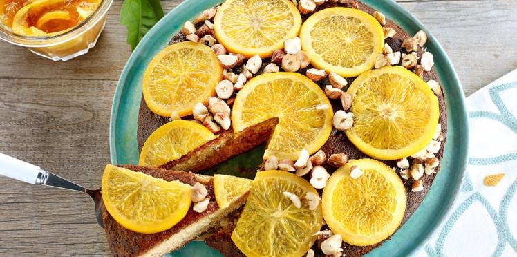 Gâteau sirupeux aux noisettes et oranges confites