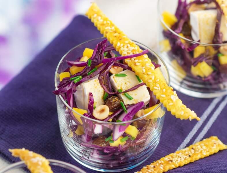 Salade au chou rouge, mangue, raisins et Mini-Caprice