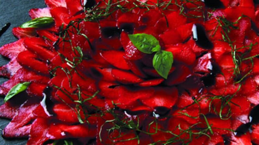 Carpaccio de fraises au basilic et au vinaigre balsamique