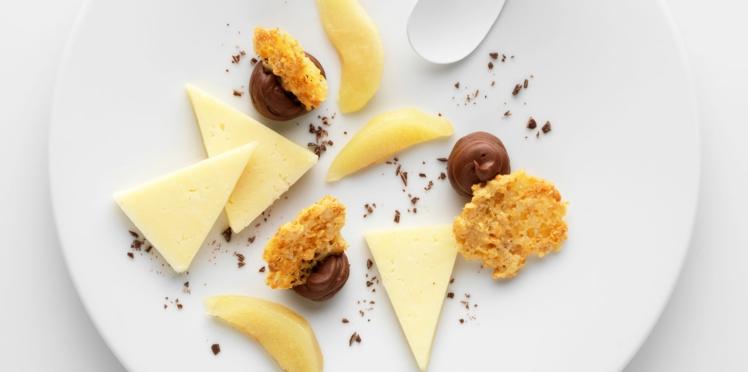 Cantal vieux et sa tuile, poire pochée, ganache au chocolat