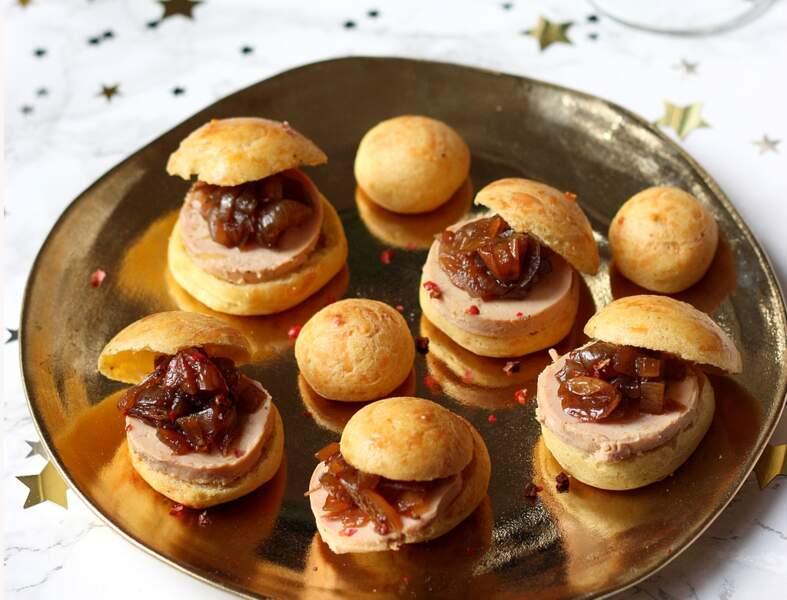 Mini-choux salés au foie gras et chutney oignon-raisins secs
