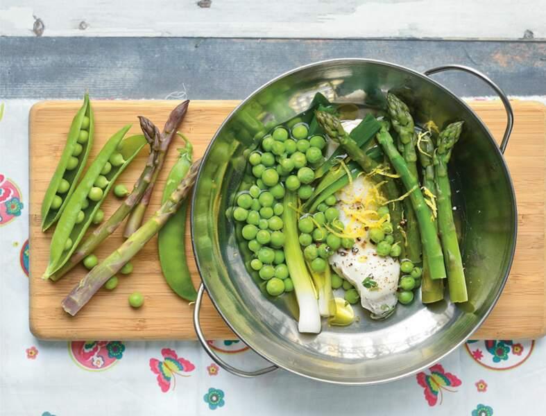 Filet de poulet poché aux légumes de printemps