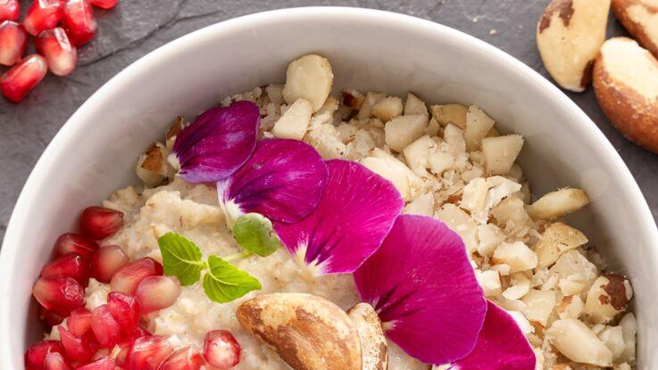 Petit-déjeuner anti-cancer : la recette du porridge à la grenade et noix du Brésil (vidéo)