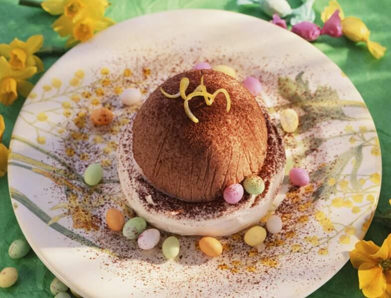 Gâteau individuel meringué glacé de Pâques