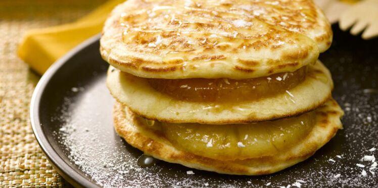Pancakes façon hamburger, ananas poêlé et sucre coco
