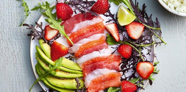 Salade de poissons crus aux fraises