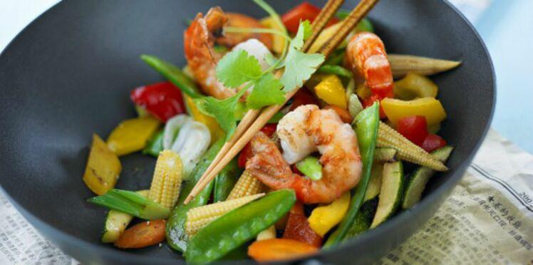 Wok de crevettes aux légumes légèrement relevé