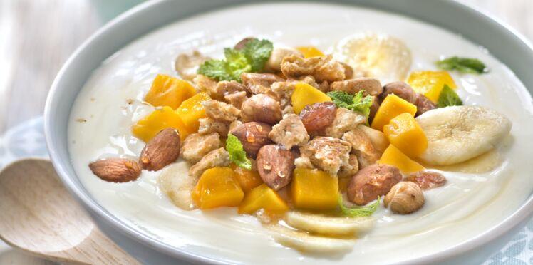 Bowl biscuit épeautre, blé, sésame, banane et mangue