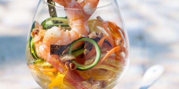 Vermicelles de légumes croquants aux crevettes et cacahuètes grillées