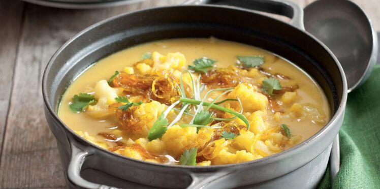 Soupe de chou-fleur au curry et oignons