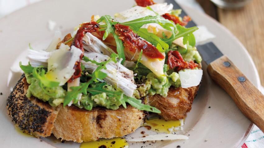 Toast et sandwich, des recettes express avec un avocat