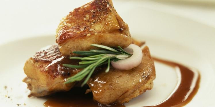Filet mignon de porc aux oignons et au vinaigre balsamique