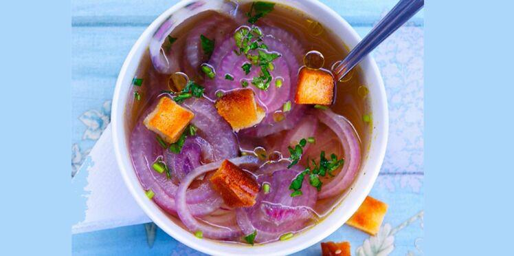 Soupe à l'oignon rouge