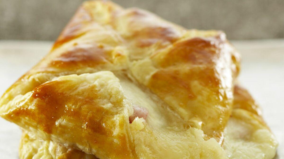Feuilletés à la mozzarella et au jambon cru