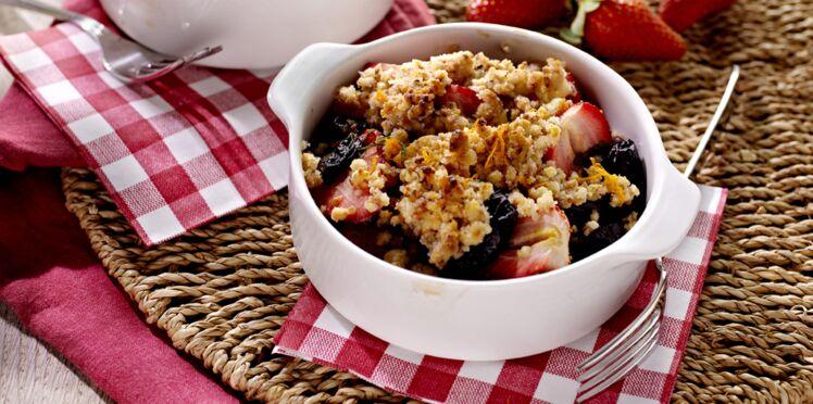 Crumble aux fraises et pruneaux