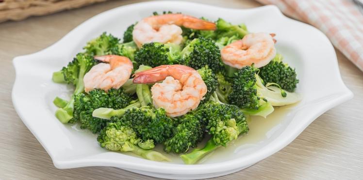 Sauté de crevettes aux brocolis