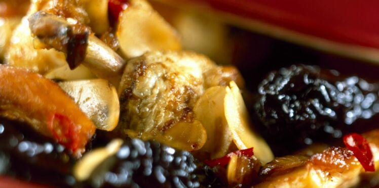 Poulet aux pruneaux et aux noix de cajou